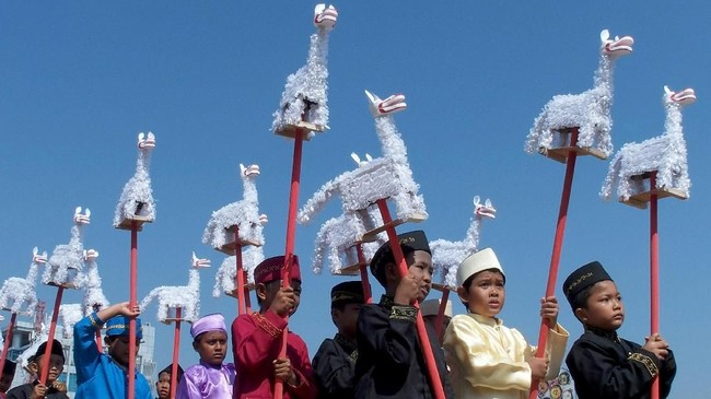 Di Semarang Jawa Tengah, anak-anak menyambut Ramadan dengan mengikuti Karnaval Budaya Dugderan, Senin (14/5). Karnaval bertema