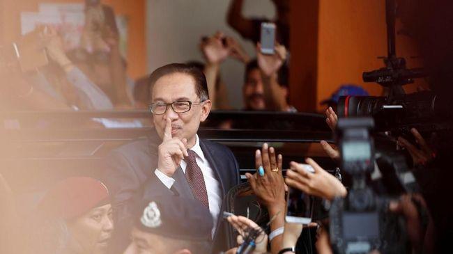 Politisi Malaysia Anwar Ibrahim Resmi Bebas