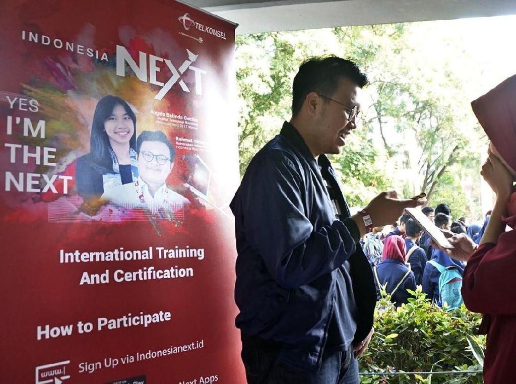 Penjaringan kali ini dilakukan di Kampus IPB Dramaga Bogor, Selasa (15/5). Kali ini dengan skala yang lebih besar di 21 Kampus di Indonesia dan menargetkan lebih dari 12.000 pendaftar untuk diberikan pelatihan dan peningkatan keahlian mahasiswa di bidang profesional.Foto: dok. Telkomsel