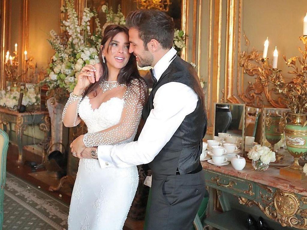 Fabregas melangsungkan pernikahannya pada 15 Mei di London. Keduanya sepakat mengikat janji sehidup semati setelah tujuh tahun menjalin hubungan asmara. (Foto: instagram @cescf4bregas)