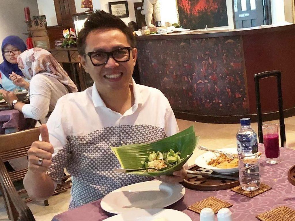 Ketika berkunjung ke Semarang, pecel nasi jadi makanan favoritnya ketika pulang kampung. Foto: Instagram @ekopatriosuper