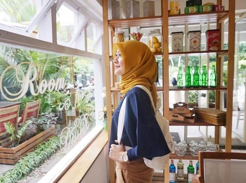 10 Gaya Dosen Cantik Berhijab, Mantan Personel Cherrybelle