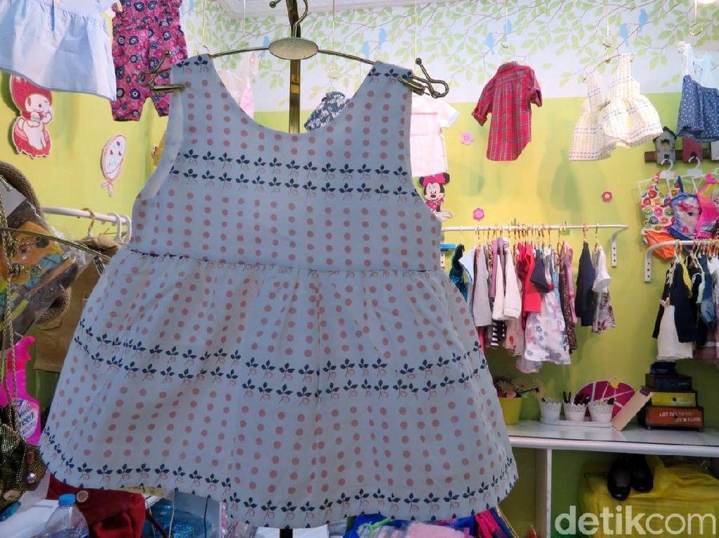 Kemudian, harga untuk pakaian impor untuk anak-anak dipatok kisaran Rp 50 ribu hingga Rp 160 ribu.