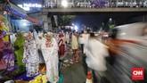 Pemerintah menetapkan puasa pertama di Ramadan 1439 Hijriah esok hari, Kamis (17/5). Warga mengawalinya dengan salat tarawih sebelum sahur dini hari nanti. (CNN Indonesia/Adhi Wicaksono)