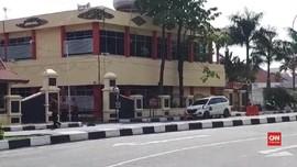 VIDEO: Mapolda Riau Diserang, Terduga Gunakan Mobil Putih