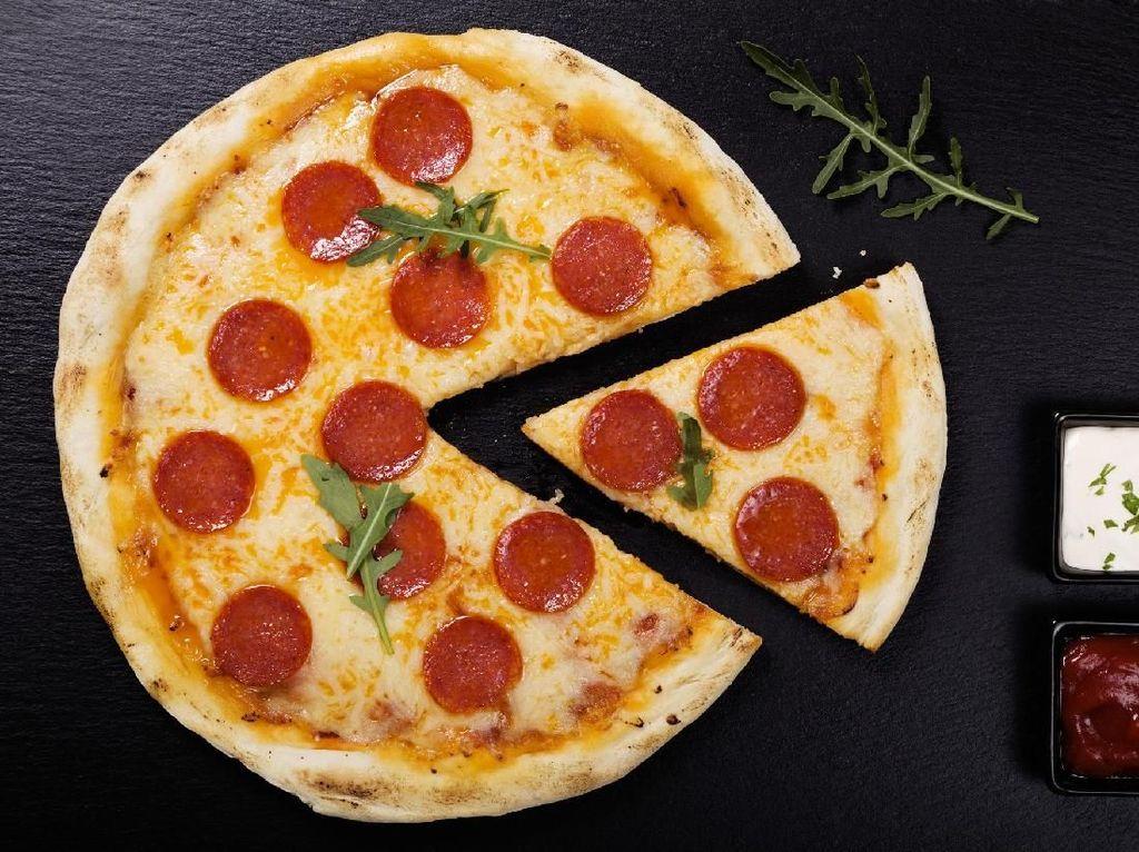 Kepribadian Taurus yang selalu bisa diandalkan, nampaknya cocok dengan topping pizza pepperoni yang selalu enak dan digemari oleh banyak orang. Foto: iStock
