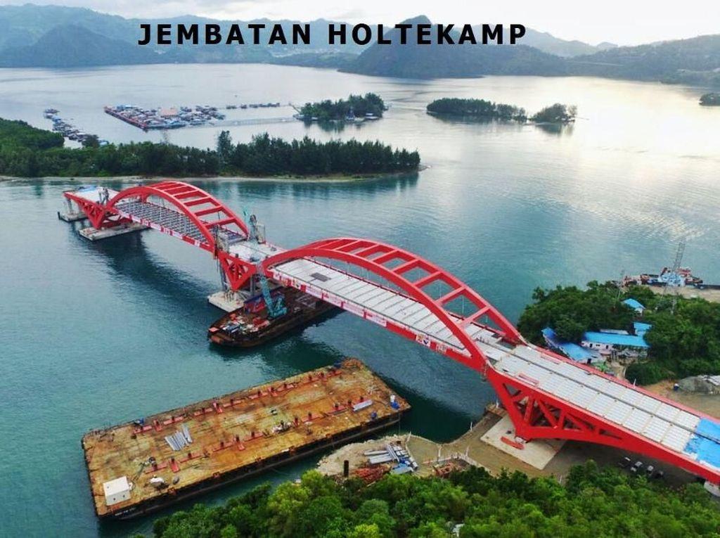 Ini adalah Jembatan Holtekamp di Jayapura, yang dibangun di atas Teluk Youtefa. Biaya pembangunannya mencapai Rp 1,7 triliun. Istimewa/Kementerian PUPR.
