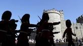 Para penjaga pun bersiap dengan acara kerajaan tersebut di kastel yang telah berdiri sejak abad ke-11 Masehi itu.(Reuters/Marko Djurica)