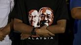 Najib dan istrinya Rosmah Mansor juga dicekal tak boleh bepergian ke luar negeri. (REUTERS/Stringer)