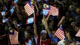 Perdana Menteri Malaysia Mahathir Mohamad mengupayakan pengampunan raja setelah kemenangan koalisi Pakatan Harapan dalam pemilu Malaysia Rabu (9/5) pekan lalu. (REUTERS/Lai Seng Sin)