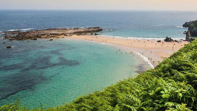 Ratusan Pantai di Spanyol Mendapat 'Bendera Biru'