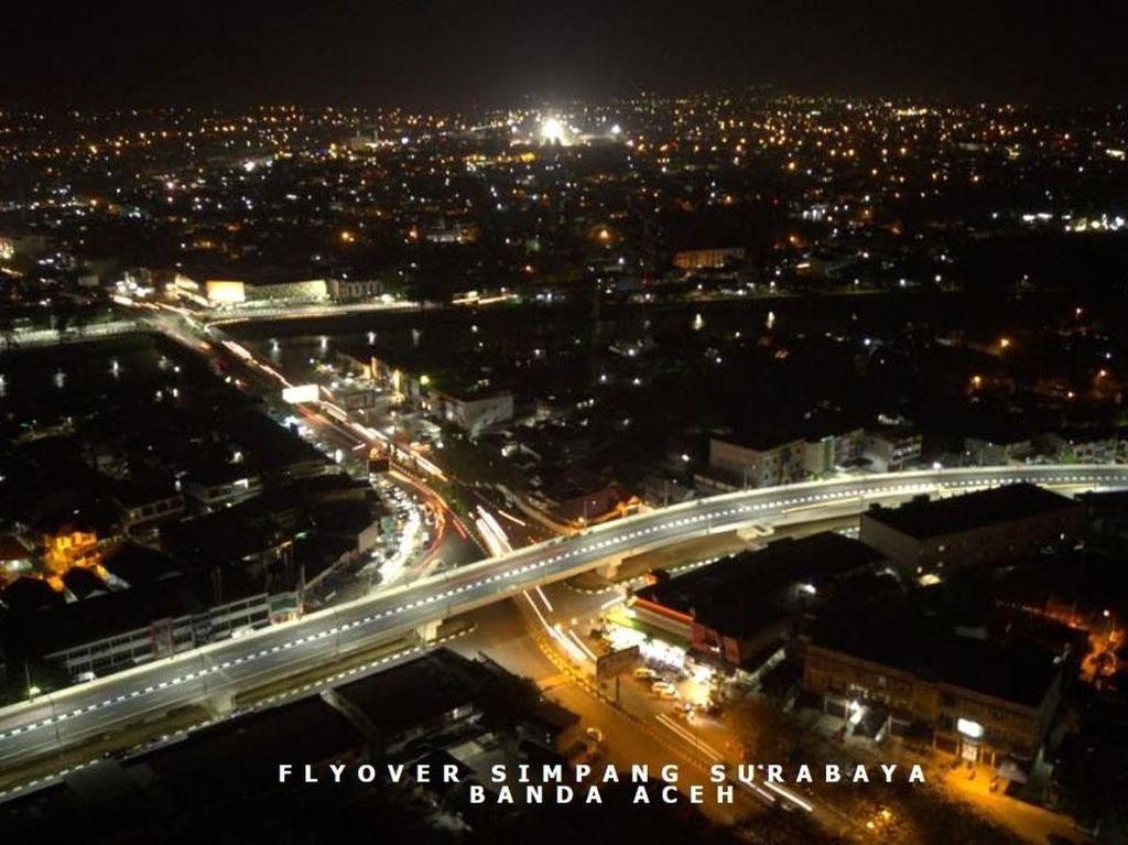 Ini adalah flyover Simpang Surabaya sepanjang 900 meter di Kota Banda Aceh. Dibangun dengan biaya Rp 270 miliar, flyover ini ditarget rampung tahun ini, sebelum Asian Games XVIII berlangsung. Istimewa/Kementerian PUPR.