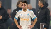 Pemain Marseille Maxime Lopez menangis usai timnya dikalahkan Atletico Madrid 0-3 pada final Liga Europa 2018. (REUTERS/John Sibley)