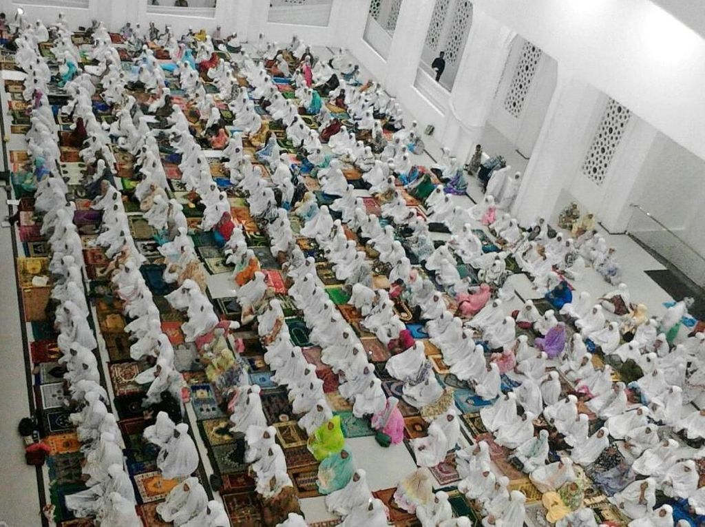 Meski masih dalam tahap penyelesaian akhir, masjid tersebut kini sudah bisa digunakan masyarakat untuk shalat tarawih dan mengerjakan ibadah ramadhan lainnya. Istimewa/Kementerian PUPR.