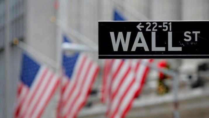Bursa saham menguat, harga obligasi naik tipis dan rupiah stagnan kemarin. Pelaku pasar di AS juga memilih tak masuk pasar dulu.