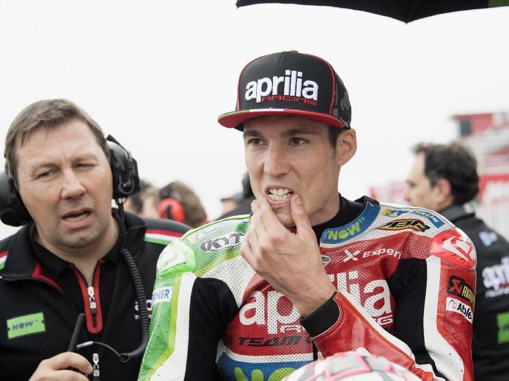 Berada di urutan paling bawah dalam daftar 15 besar ini adalah Aleix Espargaro. Rider Aprilia Racing Team Gresini ini dibayar USD 900.000 per tahun. Angkat tersebut sekitar Rp 13,3 miliar (Mirco Lazzari gp/Getty Images)