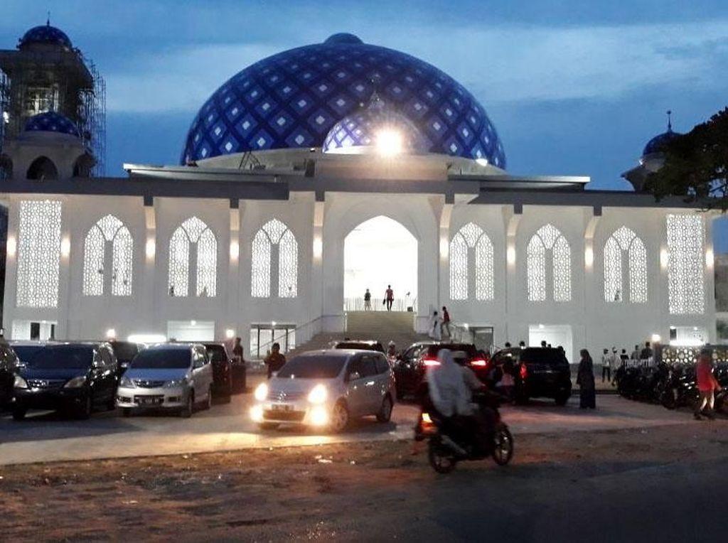 Masjid ini juga dilengkapi dengan lahan parkir yang mampu memuat 90 sepeda motor, 8 mobil dan 3 bus. Istimewa/Kementerian PUPR.