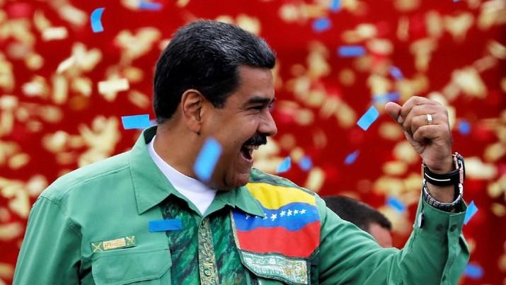 Maduro mendapat 5,8 juta suara lawan terdekatnya Henri Falcon dapat 1,8 juta suara.