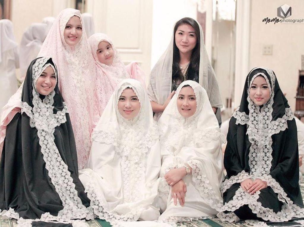 Inspirasi Mukena untuk Tarawih dari Girls Squad hingga Nagita Slavina