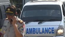Ambulans dan Mobil Pikap Bawa Korban ke RSUD Lombok