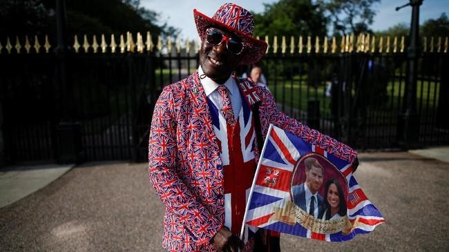Joseph Afrane datang dari Ghana untuk menyaksikan pernikahan Pangeran Harry dan Meghan Markle di Kastel Windsor, Inggris. Ia mengaku ke sana untuk memberi selamat pada pasangan itu dan merayakan euforianya. (REUTERS/Damir Sagolj)