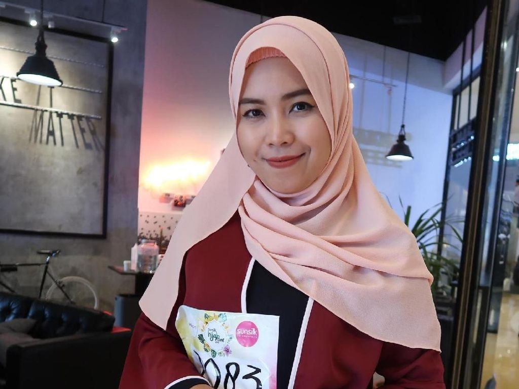 Cinta Indonesia, Hijabers Ini Ajarkan Orang Asing Kebudayaan Lokal