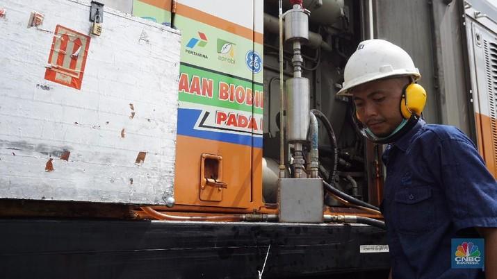 Pemerintah akan mewajibkan penggunaan campuran minyak sawit sebanyak 20% (B20) di bahan bakar solar non subsidi.