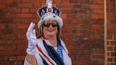 Caroline Wagstaff dari Windsor berbusana seperti Ratu saat menghadiri pernikahan Pangeran Harry dan Meghan Markle. (REUTERS/Marko Djurica)