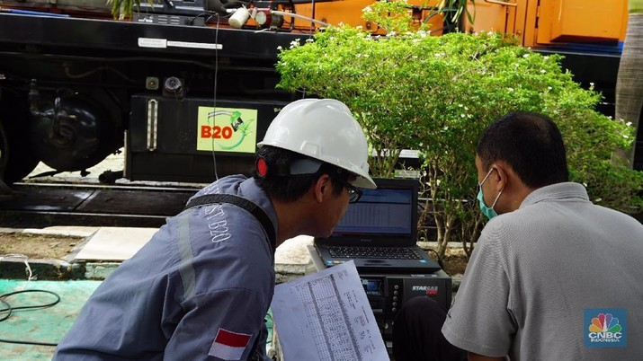 Para menteri dikabarkan tengah menandatangani perpres untuk penerapan campuran sawit 20% di bahan bakar ini