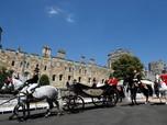 Pangeran Harry & Meghan Sapa Fans dari Kereta Kuda
