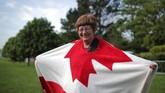 Bernadette Christie datang jauh-jauh dari Kanada ke Windsor untuk menyaksikan hajatan besar Kerajaan Inggris. Markle sendiri memang pernah ke Kanada untuk syuting 'Suits,' drama yang membesarkan namanya. Menurutnya ini pernikahan akbar terhebat dalam 30 tahun terakhir. (REUTERS/Marko Djurica)