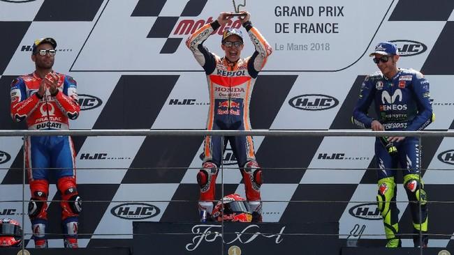 Marc Marquez, Danilo Petrucci, dan Valentino Rossi di podium MotoGP Prancis 2018. Balapan selanjutnya akan berlangsung di MotoGP Italia pada 3 Juni mendatang. (REUTERS/Gonzalo Fuentes)