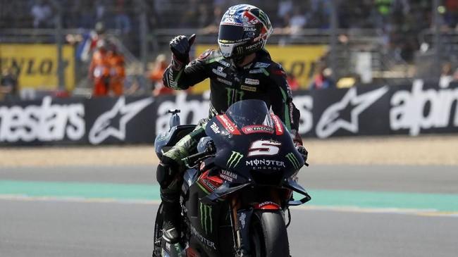 Johann Zarco merayakan pole MotoGP Prancis 2018 dengan mengalahkan Marc Marquez. Zarco merebut pole keempat sepanjang kariernya di MotoGP. (REUTERS/Gonzalo Fuentes)