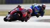 Pebalap Repsol Honda Marc Marquez sempat memimpin jalannya babak kualifikasi hingga menyisakan waktu satu menit. (REUTERS/Gonzalo Fuentes)