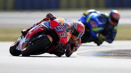 Senggol Petrucci di MotoGP Italia, Marquez Kehilangan Kontrol