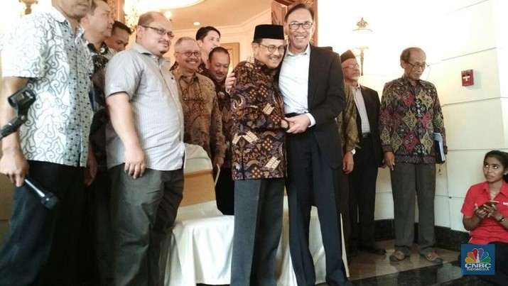 Mantan Wakil Perdana Menteri Malaysia Anwar Ibrahim bertemu mantan Presiden Indonesia BJ Habibie hari Minggu (20/5/2018).