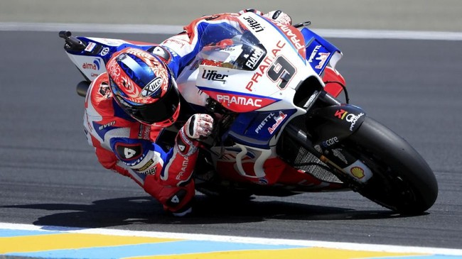 Pebalap Pramac Ducati Danilo Petrucci sempat meramaikan persaingan babak kualifikasi hingga akhirnya meraih posisi start ketiga di MotoGP Prancis malam ini, Minggu (20/5). (REUTERS/Gonzalo Fuentes)