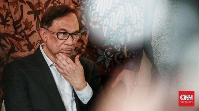 Polisi Tangkap Sekretaris Anwar Ibrahim Terkait Video Syur
