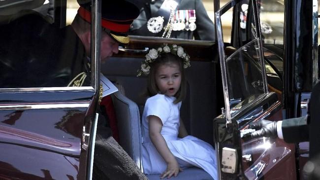 Di antara anak-anak tersebut ada nama Pangeran George dan Putri Charlotte, anak pertama dan kedua dari Kate Middleton dan Pangeran William. (NEIL HALL/Pool via REUTERS)