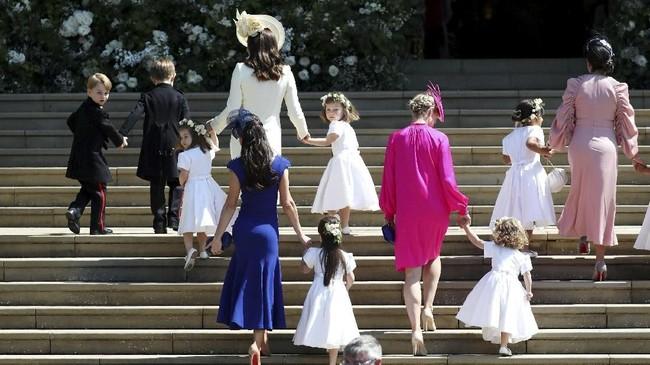 Para pengiring pengantin ini datang bersama dengan sahabat Meghan Markle dan juga Kate Middleton. (Jane Barlow/Pool via REUTERS TPX IMAGES OF THE DAY)