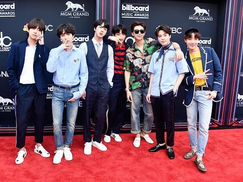 Foto: Gaya Stylish BTS Pakai Gucci di Billboard Music Awards 2018