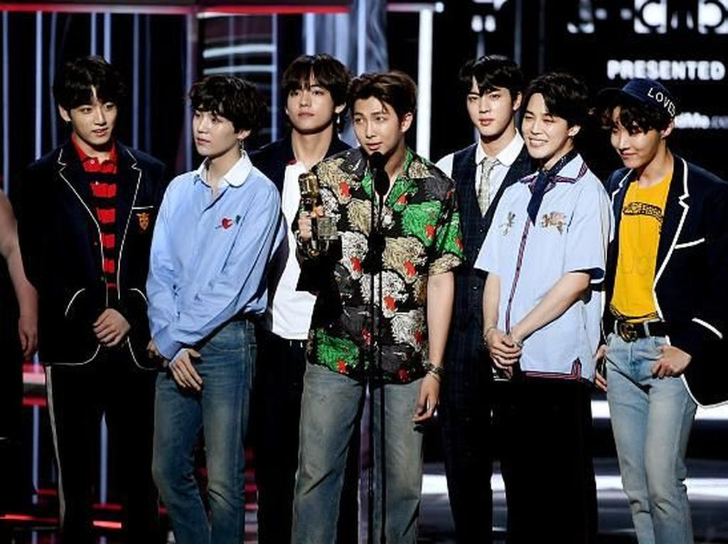 Foto: Gaya Stylish BTS Pakai Gucci di Billboard Music Awards 2018