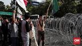 Dalam aksi tersebut mahasiswa mengkritik pemerintahan Presiden Joko Widodo yang dinilai gagal menjaga stabilitas ekonomi. (CNN Indonesia/Andry Novelino)