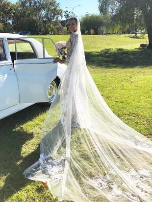 Model Kimmy Jayanti Modis dengan Tren Naked Dress di Hari Pernikahannya