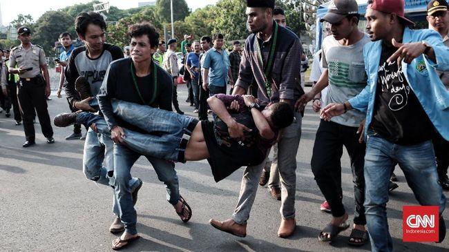 Demo HMI di Istana Ricuh, Massa Bersitegang dengan Aparat
