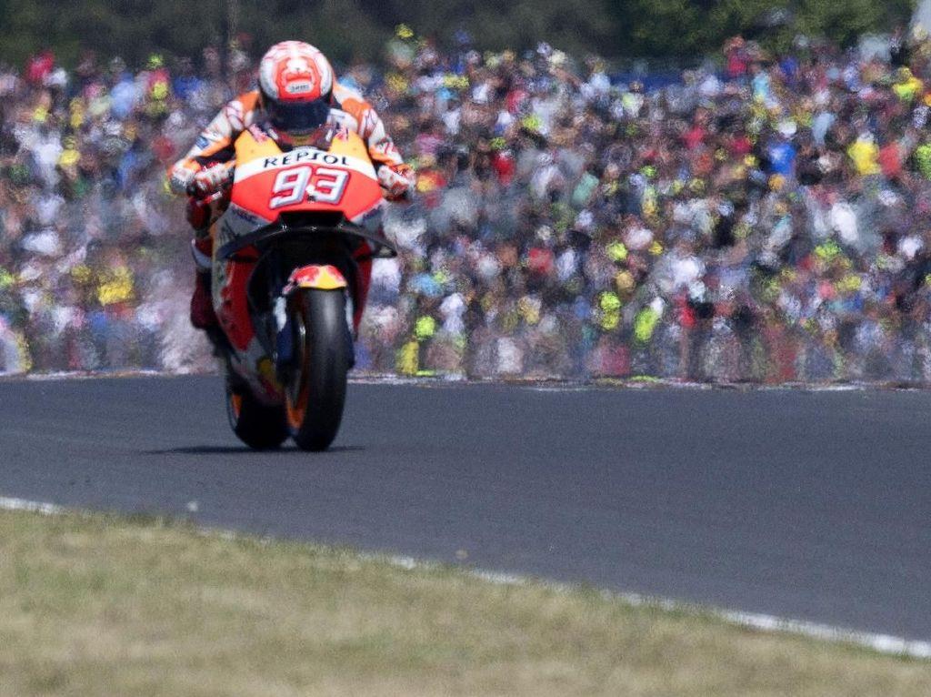 Setelah mengambil alih posisi pertama sebelum lap ke-10, Marquez tak lagi terkejar hingga garis finis. (Foto: Mirco Lazzari gp/Getty Images)