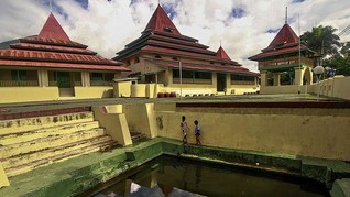 Tiga Aturan Masuk Masjid Kesultanan Ternate