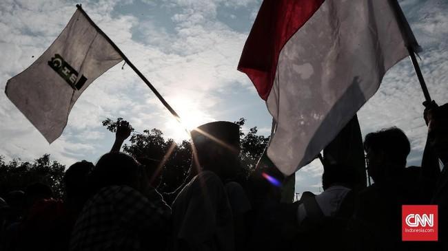 Aksi itu digelar massa mahasiswa sebagai bagian dari refleksi reformasi yang genap berjalan dua dekade sejak Mei 1998 silam.(CNN Indonesia/Andry Novelino)
