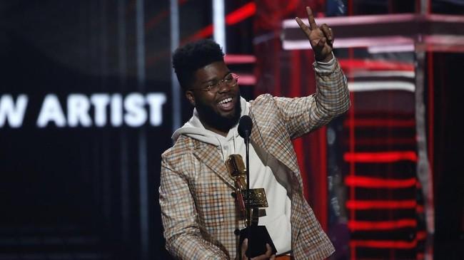 Penghargaan kategori Top New Artist diraih oleh Khalid. Ia mengalahkan Cardi B, Camila Cabello, Kodak Black, dan 21 Savage.(REUTERS/Mario Anzuoni)
