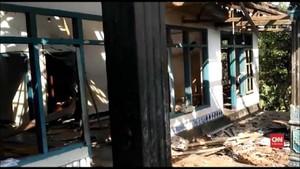 VIDEO: Warga Ahmadiyah Diungsikan ke Polres Pascapenyerangan